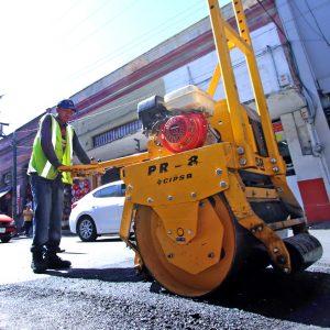 Se intensifican trabajos de bacheo en calles de Toluca