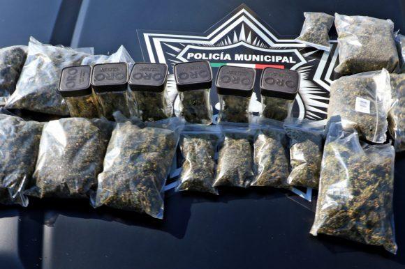 Asegura Policía de Toluca a presunto narcomenudista en Santa Cruz Atzcapotzaltongo