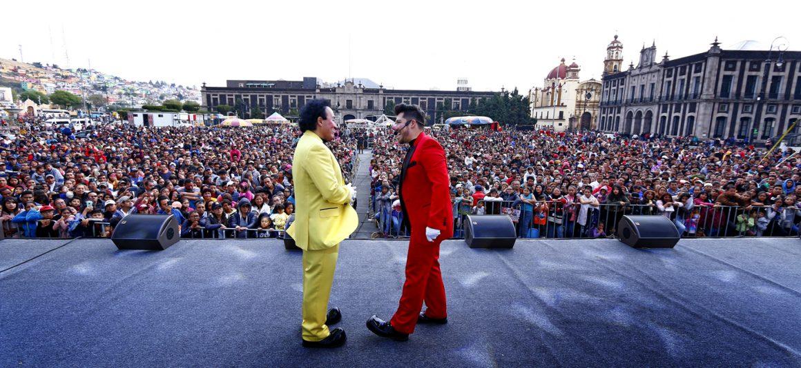 Disfrutan miles de personas magna celebración para los Reyes de la Casa