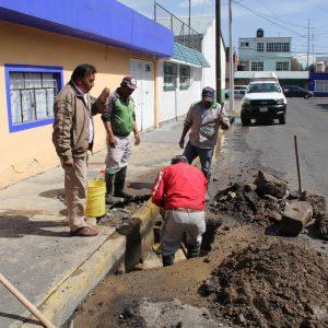 OAyST atiende fuga de agua potable en Santa María de las Rosas