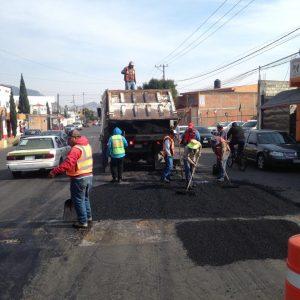 Intensifica Toluca rehabilitación de calles a través del bacheo