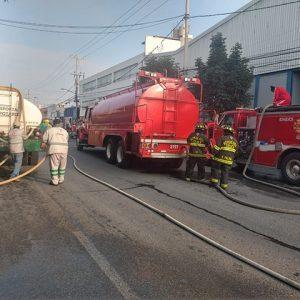 Sofocan Bomberos de Toluca incendio en fábrica de la Zona Industrial