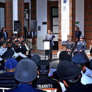 Por años de servicio, reconoce Toluca a 400 policías