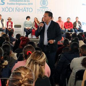 Entrega Toluca 3 mil Becas para Estudiantes de Pueblos Originarios