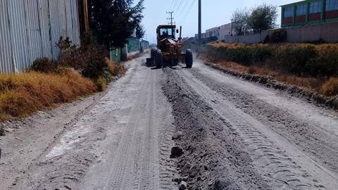 Rastrea y nivela gobierno de Toluca más de 260 mil metros cuadrados de caminos