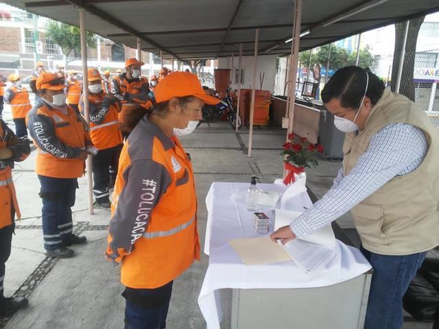Recibe personal de limpia de Toluca monederos electrónicos