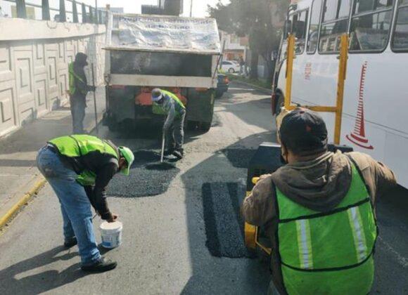 Continúa en Toluca el programa intenso de bacheo en calles y colonias del municipio