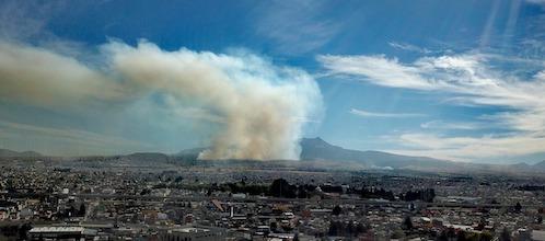 De forma inmediata, combate Toluca incendio en las inmediaciones de Tlacotepec