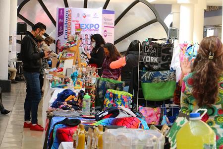 Inicia con éxito en Toluca Expo Emprendedoras Día del Padre