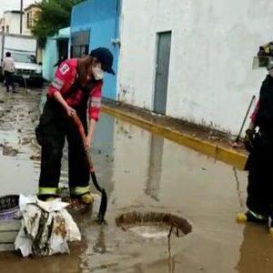 Atiende PC y Bomberos de Toluca inundaciones y encharcamientos