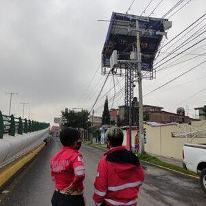 Retira PC y Bomberos árboles caídos por intensa lluvia