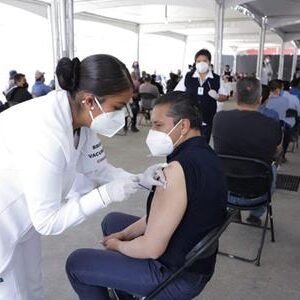 Juan Rodolfo completa esquema de vacunación contra COVID-19