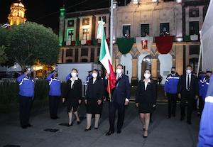 Traslada Juan Rodolfo Lábaro Patrio para la ceremonia del 211 Aniversario de la Independencia